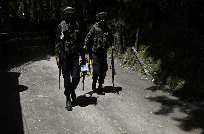 Indian army soldiers patrol after two Kashmiri militants were killed during a gunfight, in the Tral area, south of Srinagar, Kashmir, May 27, 2017. (Photo by AFP)